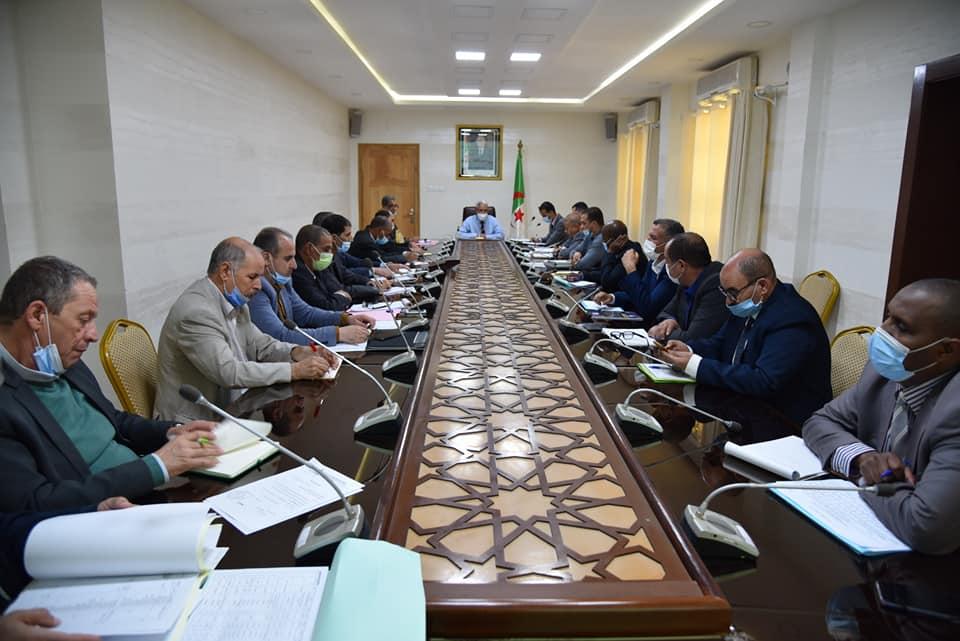 اجتماع  حول المناطق الصناعية ومناطق النشاطات عبر اقليم ولاية بسكرة